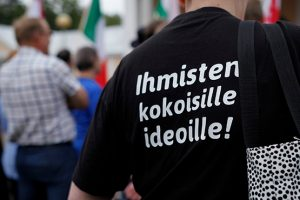ihmisten kokoisille ideoille teksti paidassa